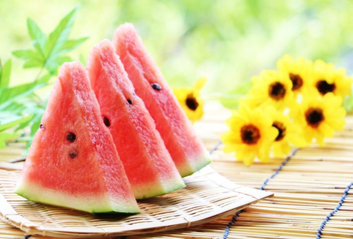 夏の果物はどうして夏バテに効くのか